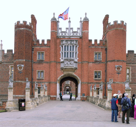 hampton-court-wikipediafile-thumb